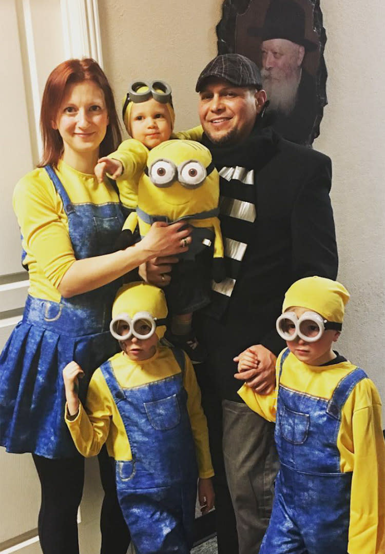 family halloween costumes minions