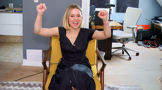 celebrity Kristen Bell at home cheering