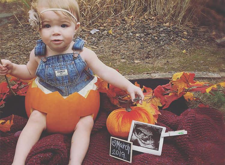 18 Creative Fall Pregnancy Announcement Ideas