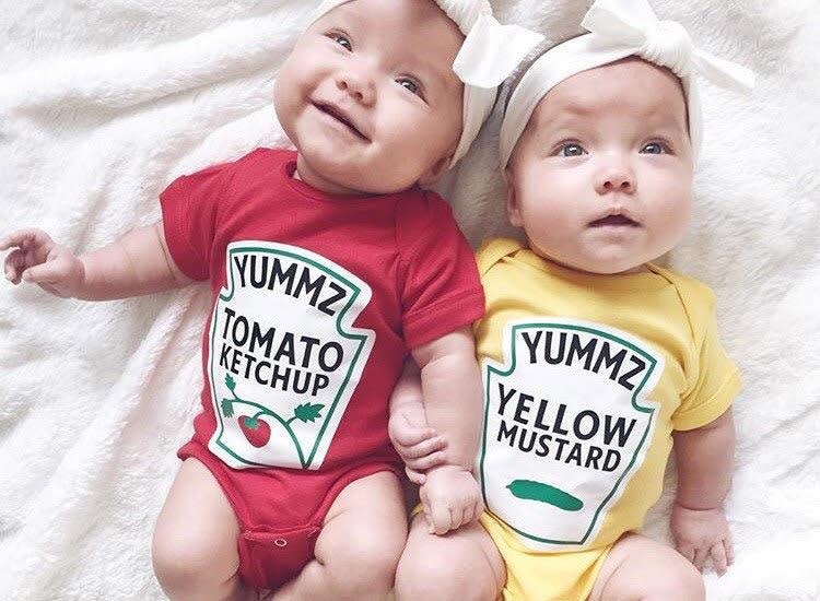 twin-halloween-costumes-ketchup-mustard