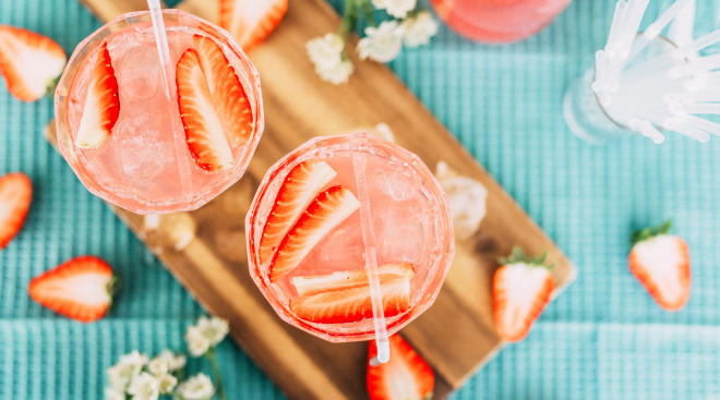 pretty pink drinks strawberries