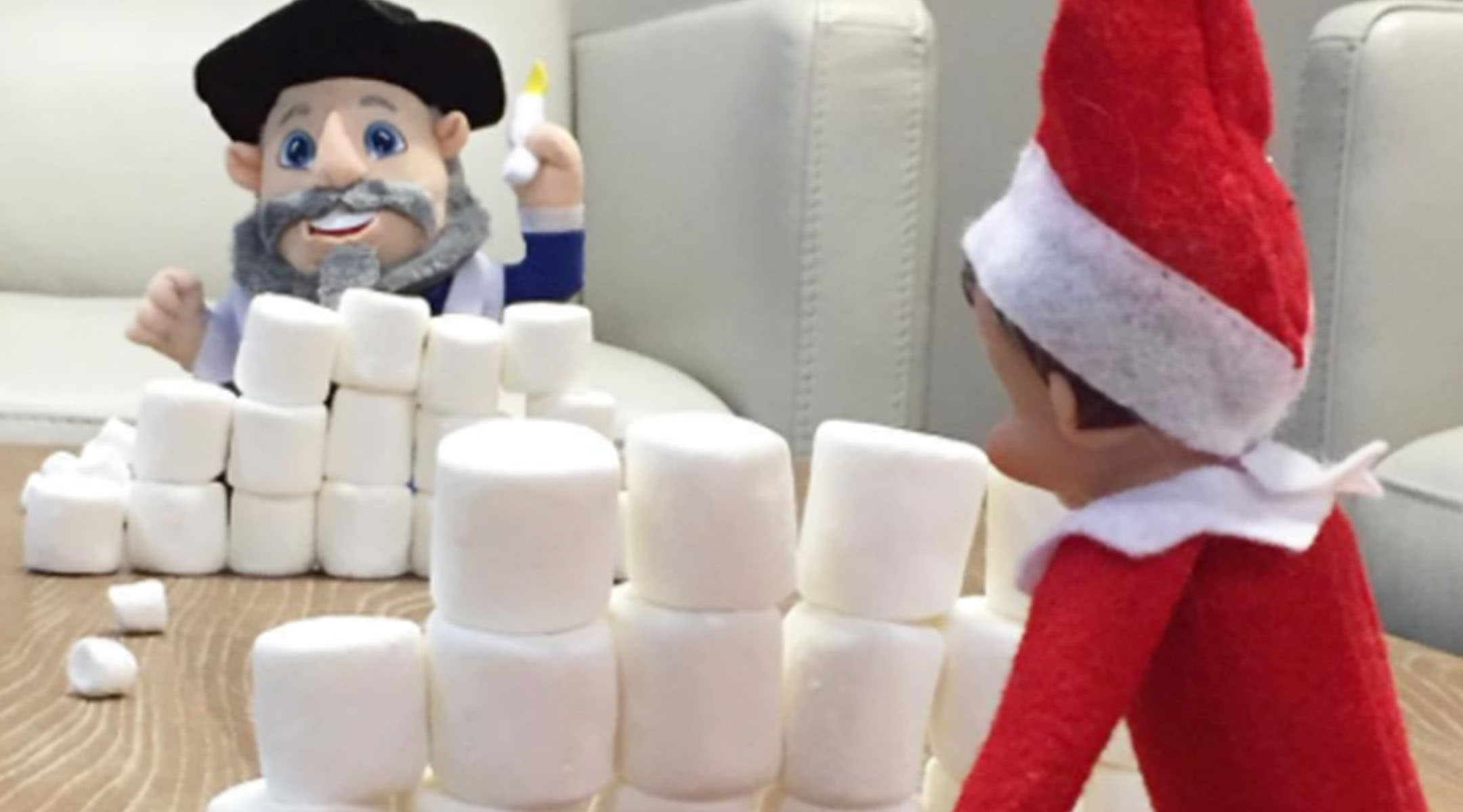 Amazing Elf The Shelf And Mensch A Bench Poses