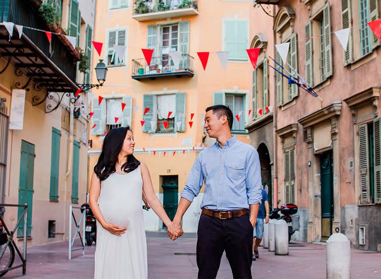 96442b958d990 nice-france-babymoon-pregnant-couple-buildings