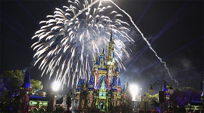 fireworks at disney's magic kingdom castle