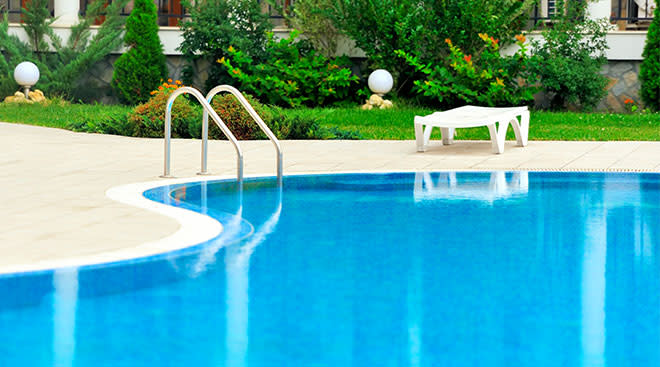 view of empty swimming pool in backyard
