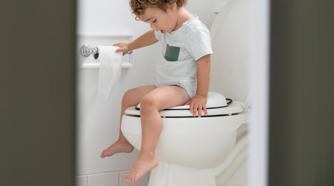 toddler doing potty training