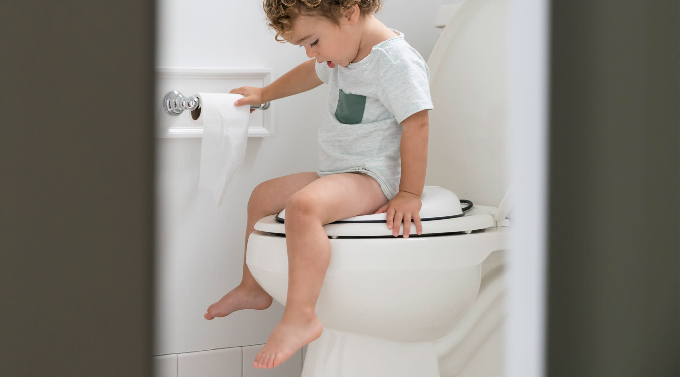 toddler doing potty training