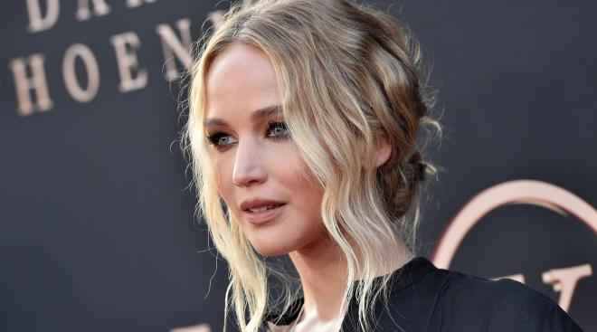 Jennifer Lawrence on red carpet shares pregnancy news
