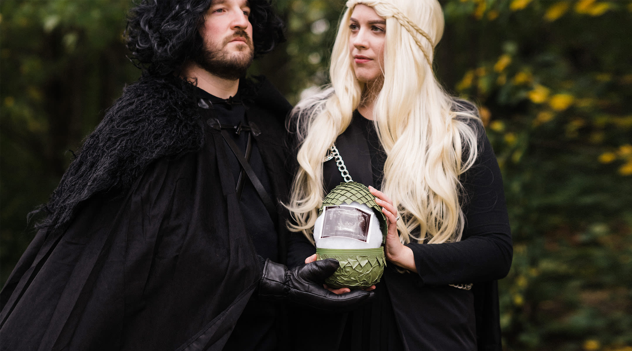 couple dresses up in game of thrones costumes for their pregnancy announcement and holds an egg