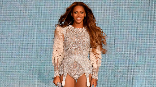 beyonce on stage performing