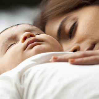 Co sleeping myths truths baby mom 320x320