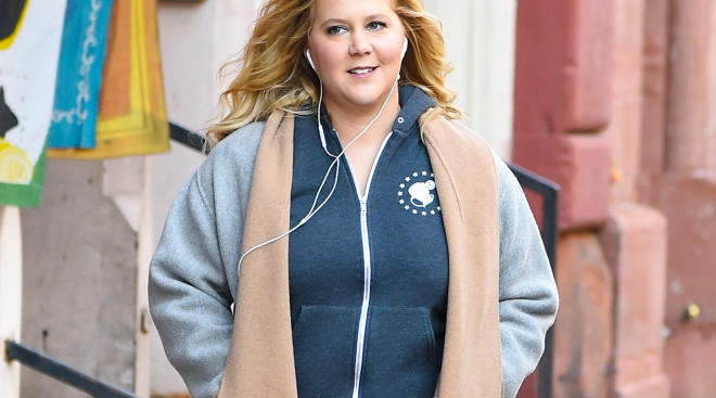 pregnant amy schumer is hospitalized for morning sickness