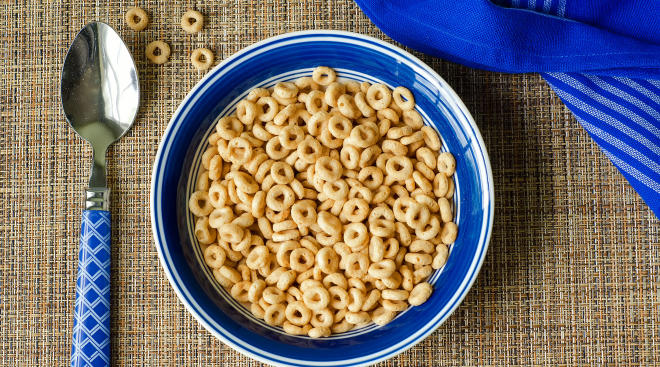 cheerios breakfast cereal in bowl