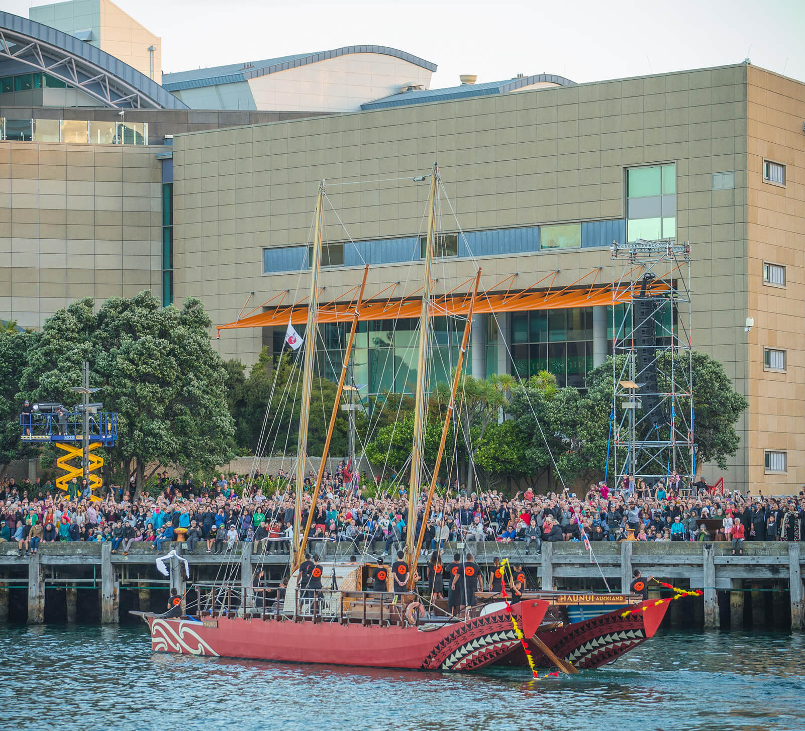 Crowd outside Te Papa for A Waka Odyssey, Wellington (2018), A Waka Odyssey Creative Team, New Zealand Festival and Te Āti Awa / Taranaki Whānui Iwi. Image courtesy of Jeff McEwan.