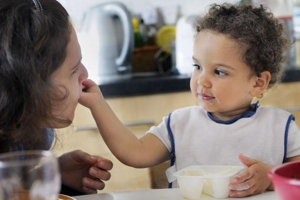 Ideas de refrigerios saludables para el niño y el niño de edad preescolar