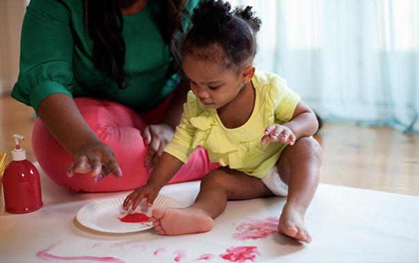 Toddler-finger-painting