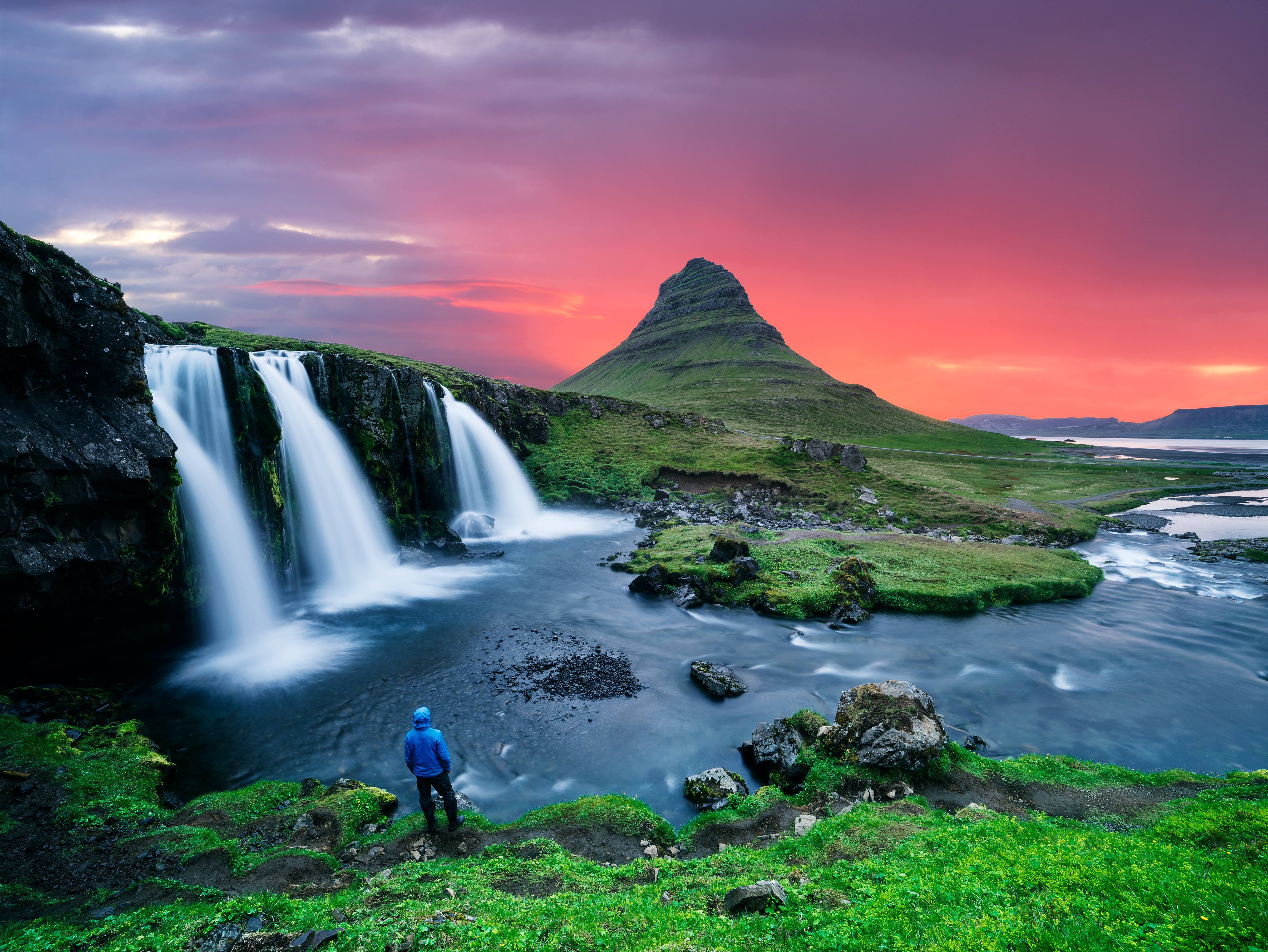 shutterstock 1088423777 Iceland hiking