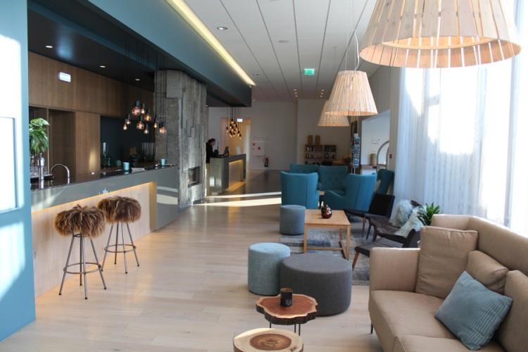 Beautiful scandinavian hotel lobbies 50 degrees north for Hotel chic decor