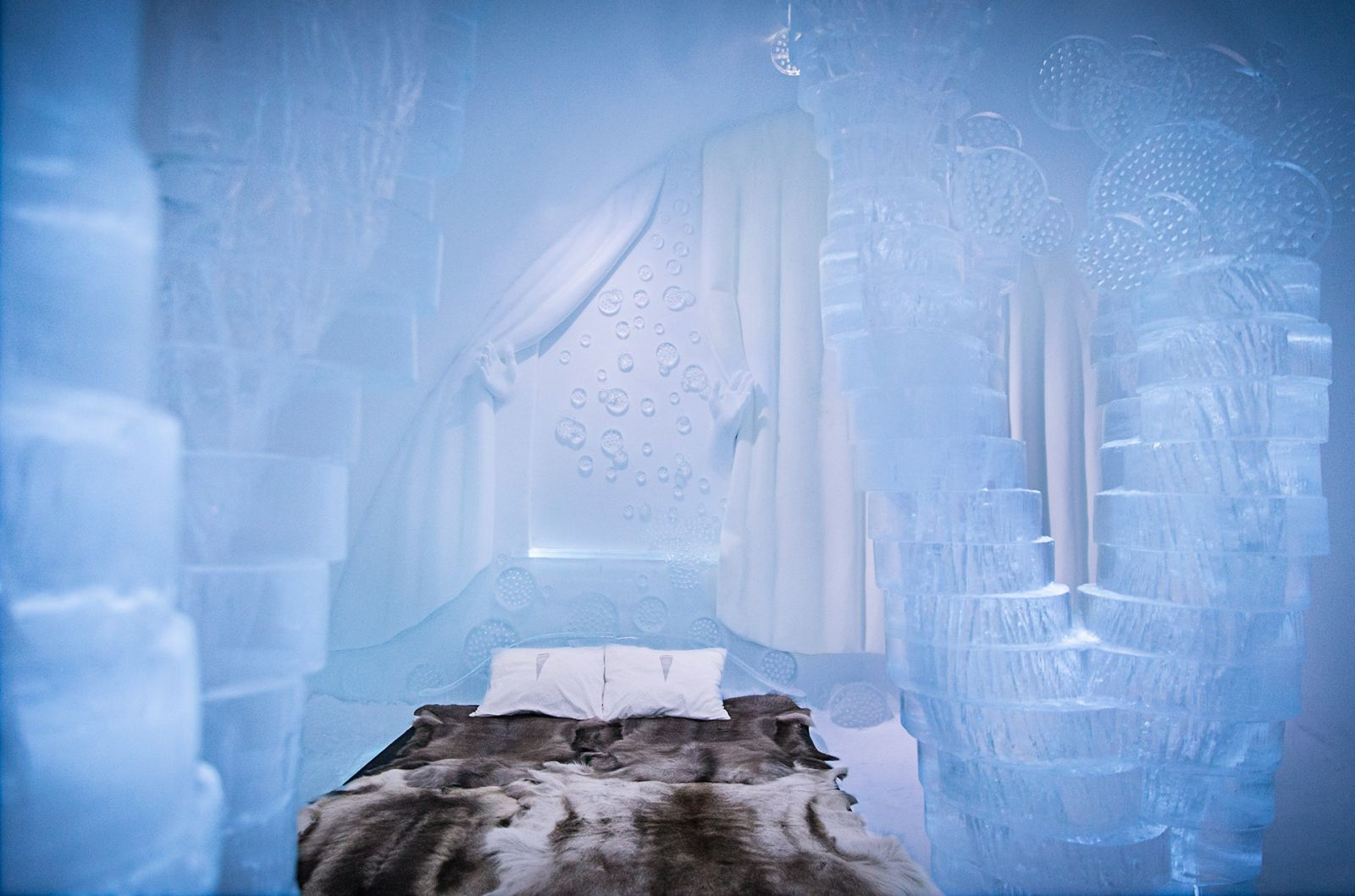 ICEHOTEL Suite 2015