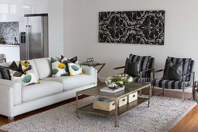 living-room > access-to-experts > top-home-staging-tips > 1488333066624.jpg