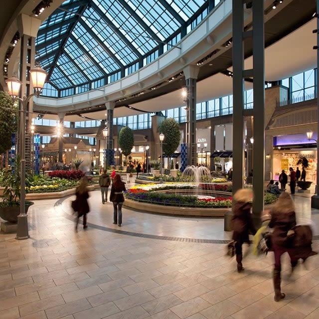 [CF Carrefour Laval] Mall Interior