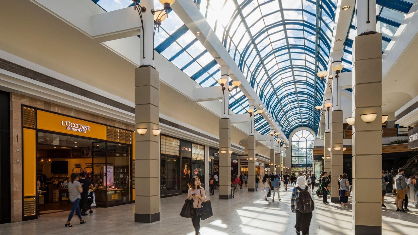 [CF Richmond Centre] - Interior Daytime