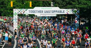 Larger crowd shot of Pelotonia riders in Columbus, Ohio