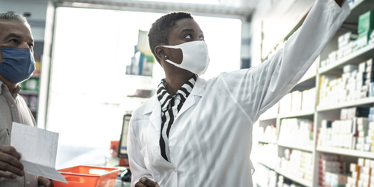 Pharmacist wearing a mask