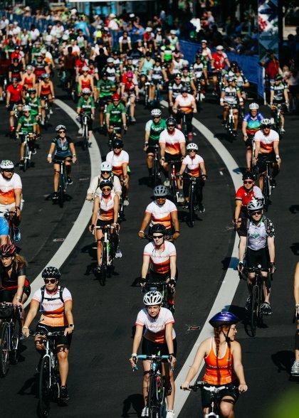 Crowd shot of Pelotonia riders in Columbus, Ohio