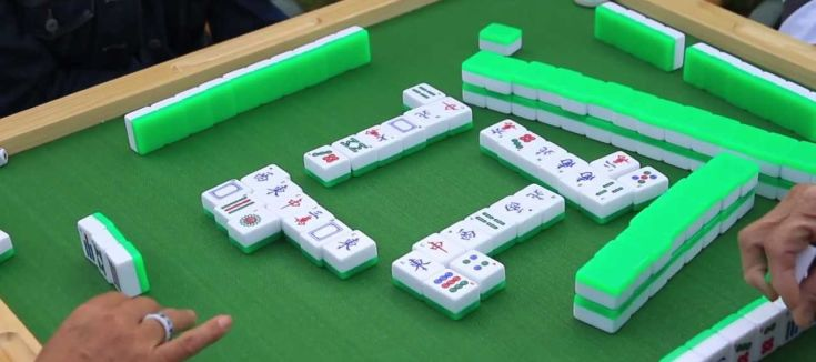 Mahjong being played