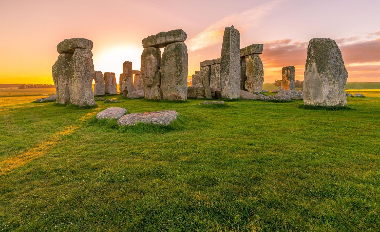Blick auf Stonehenge im Sonnenaufgang