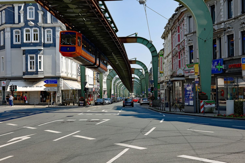 Wuppertal mit Schwebebahn