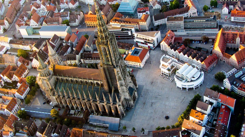 Ulmer Münster mit Marktplatz