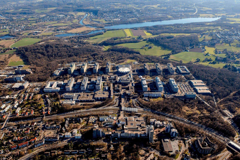 Luftbild der Ruhr Uni Bochum\nhttps://www.cafmring.de/bim-vom-betrieb-in-die-planungsphase-0-und-wieder-zurueck-in-den-betrieb