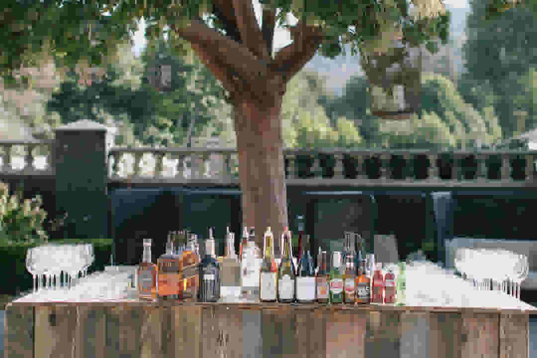 How To Buy Alcohol For Your Reception Zola Expert Wedding