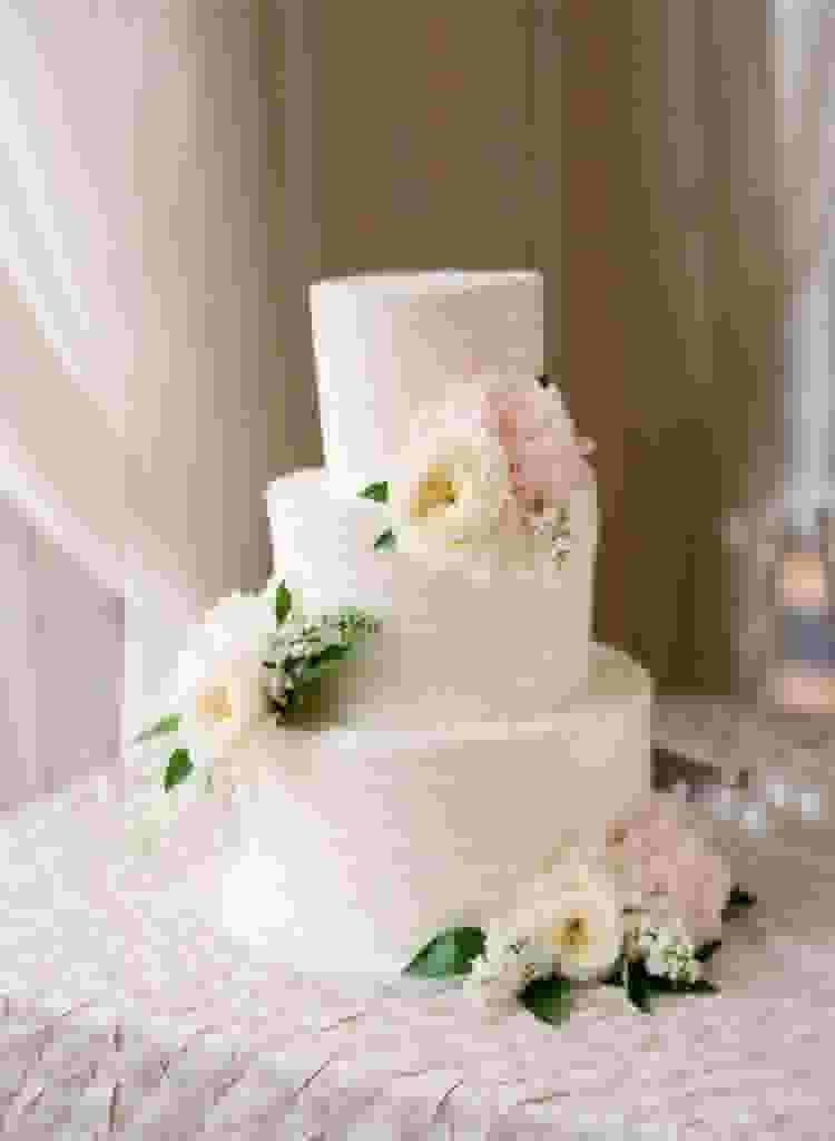 Diy Wedding Cake Everything You Need To Know Zola Expert