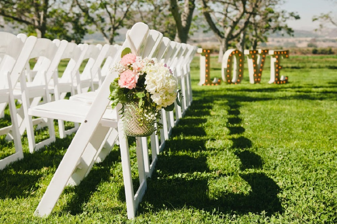 Zola_What to Look for in a Wedding Vendor Contract