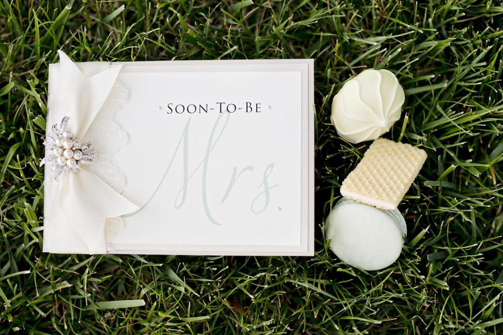 How To Write A Bridal Shower Card Zola Expert Wedding Advice