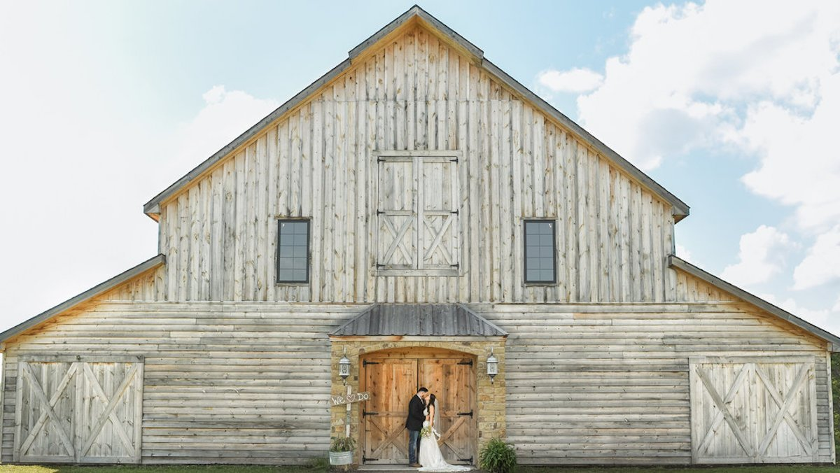 5 Things To Know About Barn Weddings Zola Expert Wedding Advice