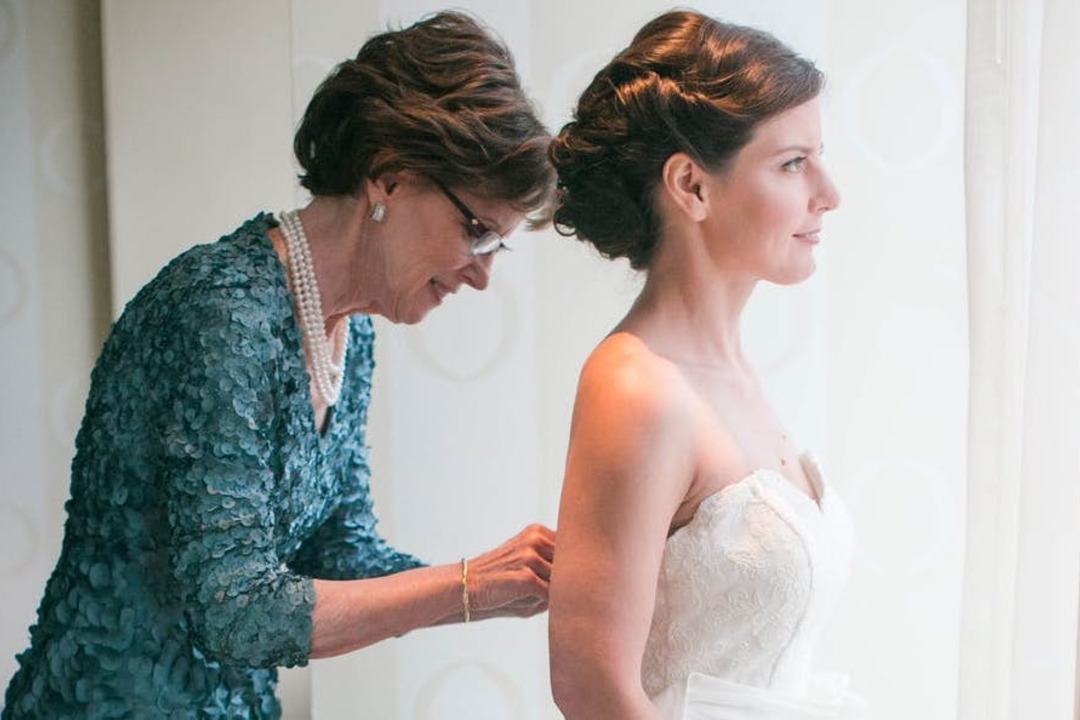 How to Dress as the Mother of the Bride