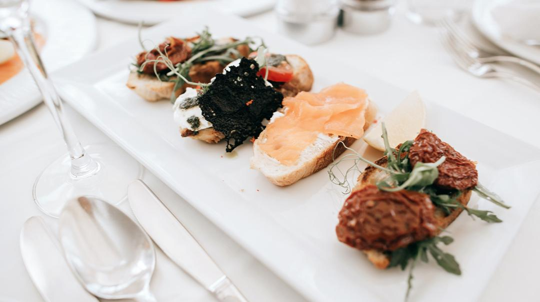 51 Wedding Food Ideas To Treat Your Guests Zola Expert Wedding Advice