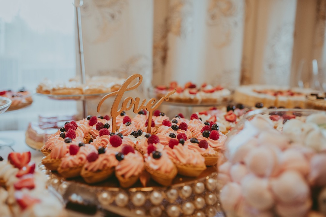 Wow Your Guests With a Delicous Wedding Dessert Bar