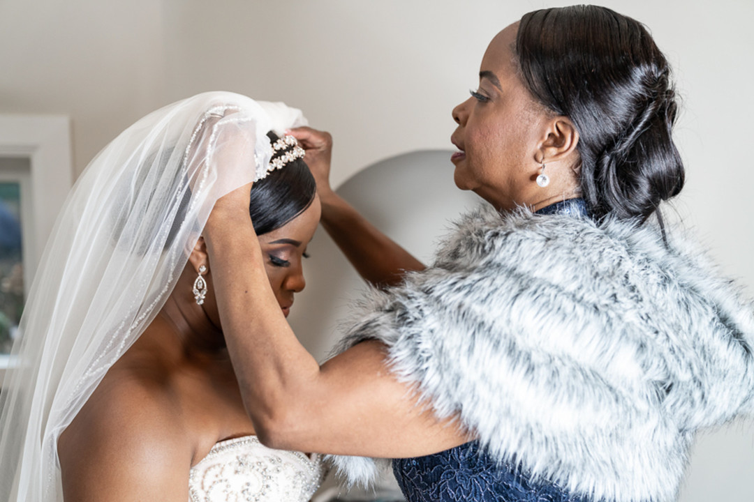 bride puts on wedding accessories