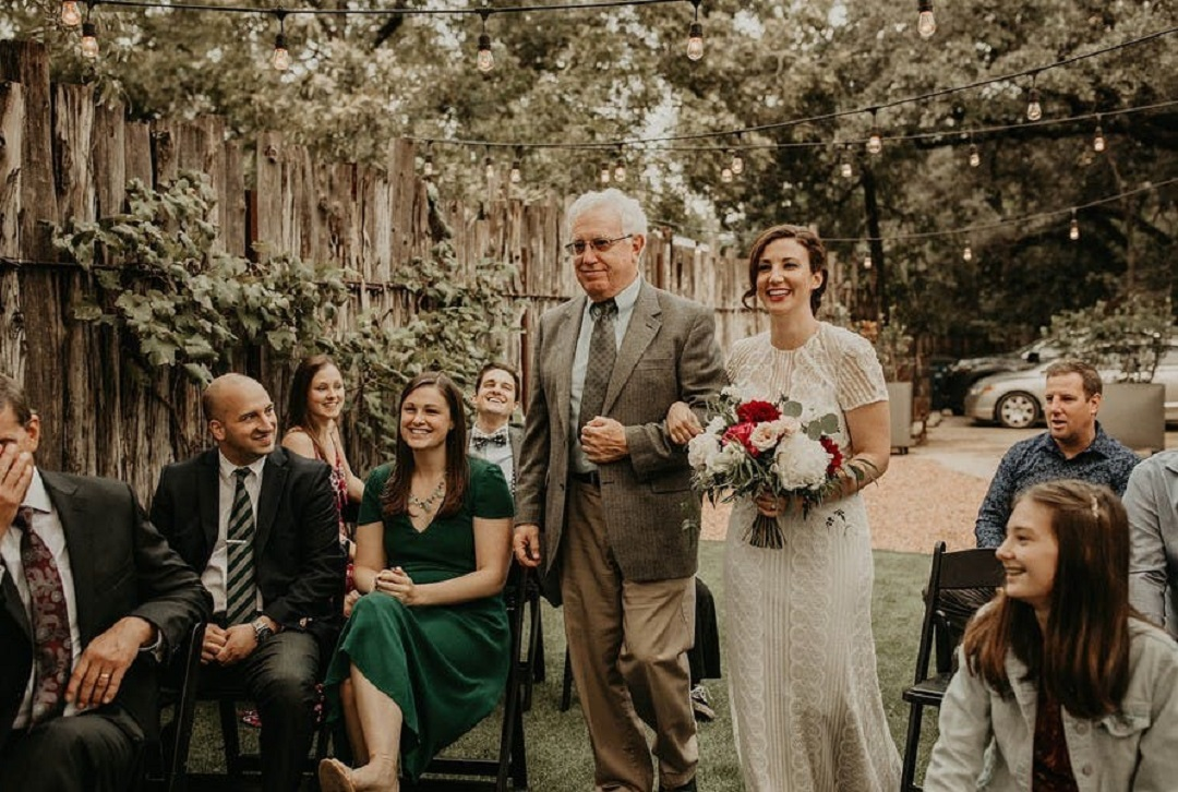 8 Ways to Keep Family Involved in Wedding Traditions During the Ceremony