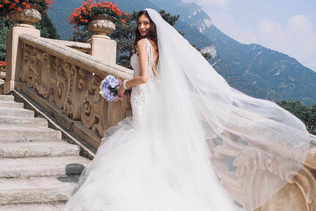 What Are the Different Types of Wedding Dress Trains?
