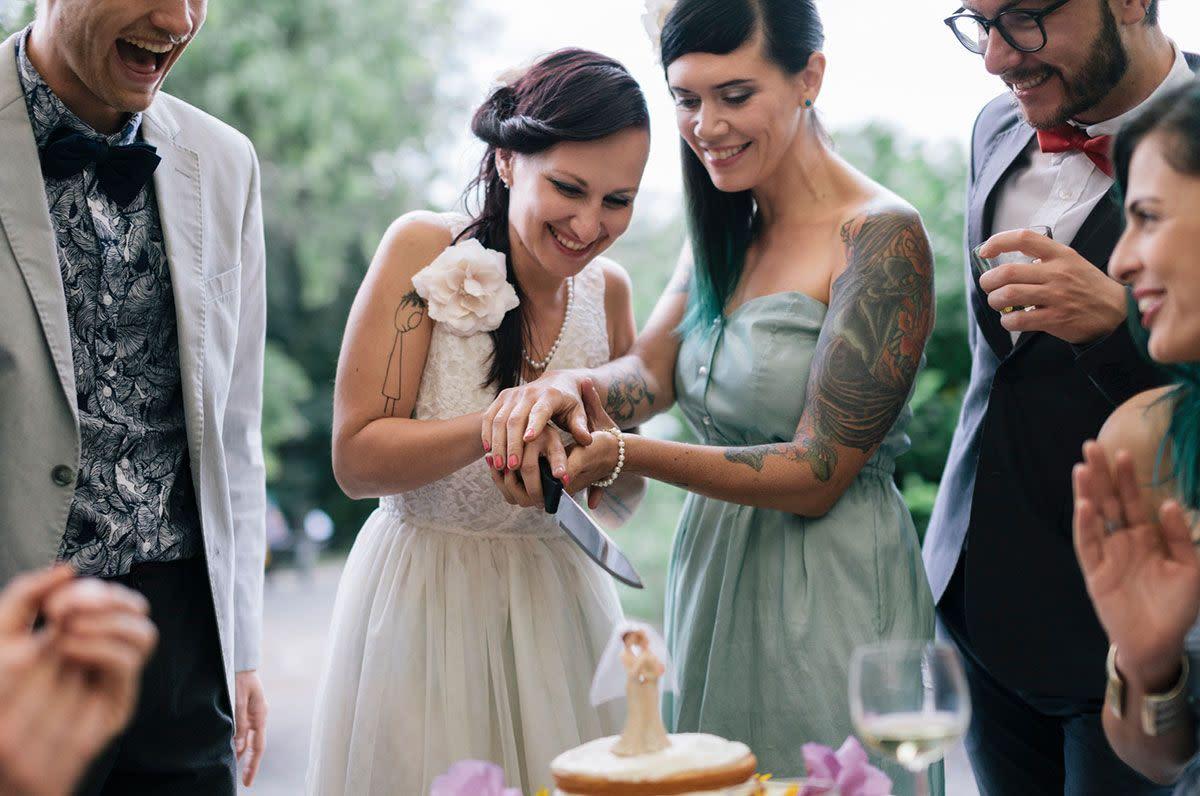 The Ultimate Wedding Cake Cutting Guide Zola Expert Wedding Advice