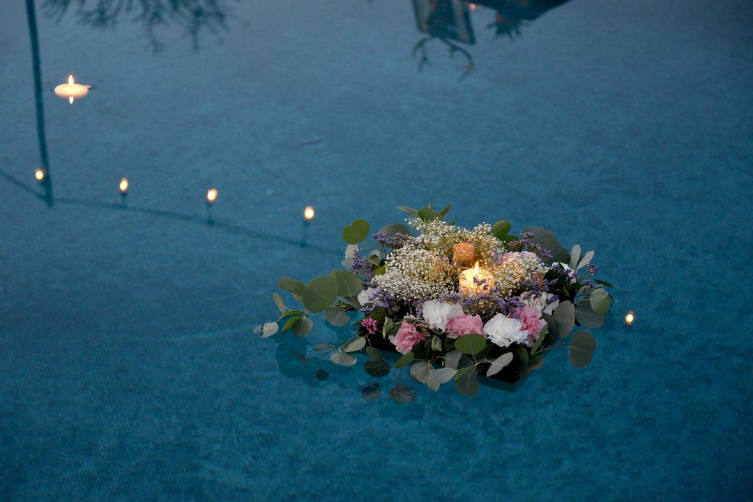 How to Incorporate Candles into Your Centerpieces