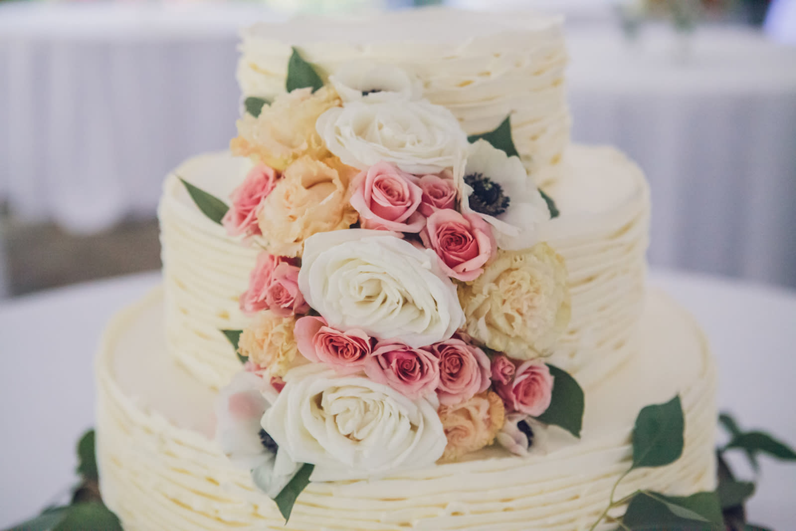 A Guide To Wedding Cake Costs Zola Expert Wedding Advice