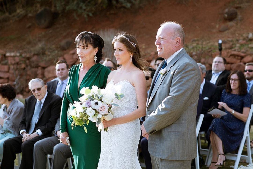 How to Handle Overbearing Parents When Wedding Planning