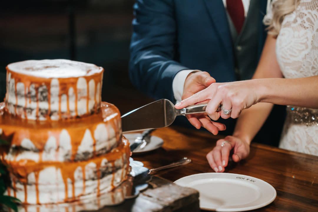 A Guide To Wedding Cake Prices Zola Expert Wedding Advice
